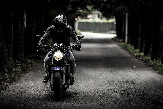 רוכבי אופנוע: הכירו את החוקים והתקנות לפני שעולים על הכביש